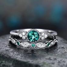SIGNATURE COLLECTIONS SGR007 Romantic Confession Emerald Green Dual Rings03